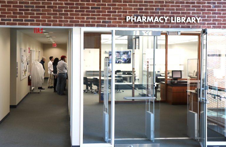 Uconn school of pharmacy ambassadors give a tour